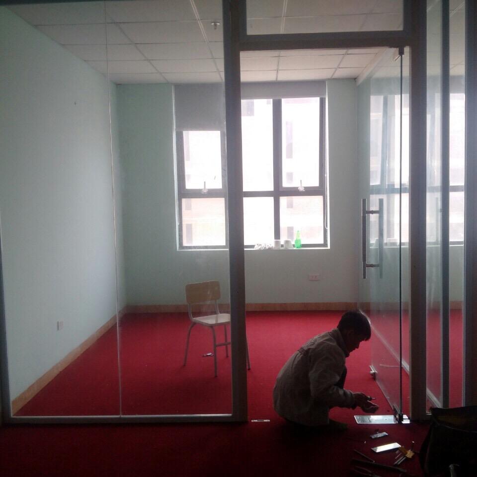 Sửa-bản-lề-cửa-kính
